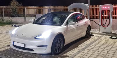 Mein Tesla Model 3 am Supercharger